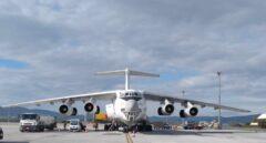 Un vuelo de carga con material sanitario en el aeropuerto de Vitoria.