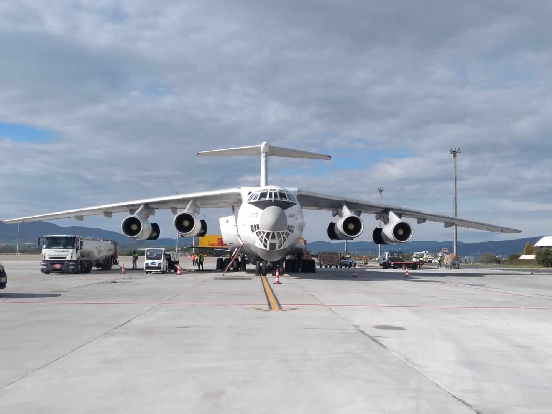 Un 'puente aéreo' contra el coronavirus: España supera los 100 vuelos sólo con material sanitario