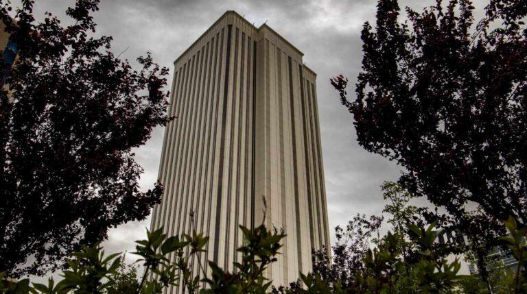 La Torre Picasso, en el distrito financiero de Azca, durante el confinamiento