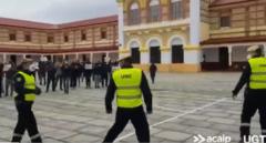 Vídeo: Los presos de la cárcel de Burgos aplauden a la UME tras desinfectar la prisión