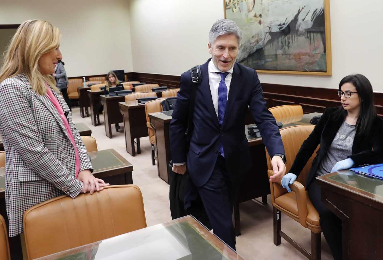 Grande-Marlaska supedita a los acuerdos de reconstrucción el pago de la equiparación salarial