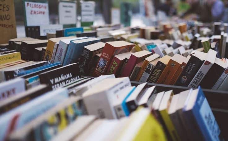 'Te receto un libro': varios escritores se ponen la bata de médico y aconsejan qué leer