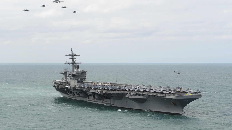 Muere marinero de portaaviones de EE.UU. tras contraer COVID-19