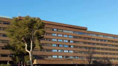 Confinado un edificio de Albacete por el brote de contagios en una familia