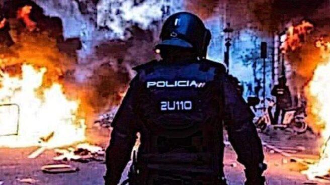 José Luis Gómez Bravo, recogiendo material durante los disturbios registrados en Barcelona el pasado otoño.
