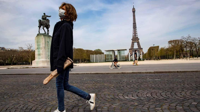 Francia reduce a siete días el aislamiento por coronavirus