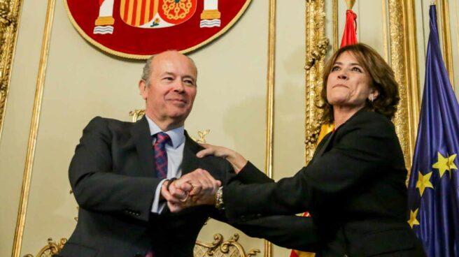 El ministro Juan Carlos Campo y su antecesora en Justicia, Dolores Delgado (hoy fiscal general del Estado).