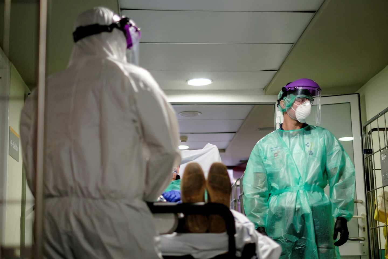 Enfermos de coronavirus en la UMI del Hospital Universitario Insular de Gran Canaria.