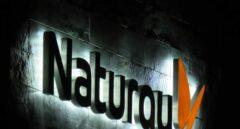 Logotipo de Naturgy en su sede central de Madrid.