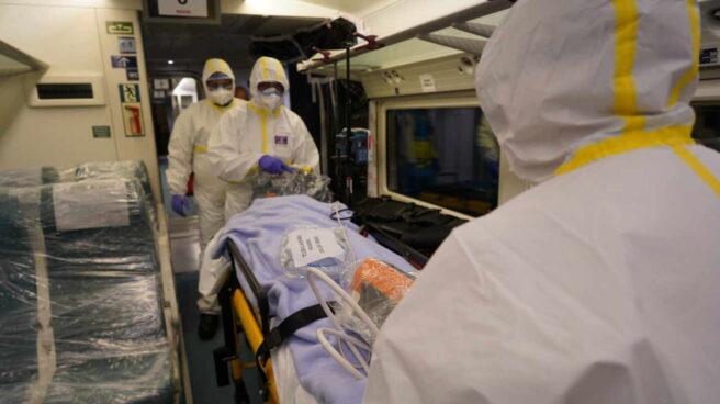 Simulacro con un tren medicalizado de Renfe para trasladar pacientes con coronavirus.