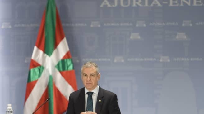 El lehendakari, Iñigo Urkullu, durante una reunión con representantes de los partidos políticos.