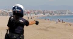 Un policía fuera de servicio salva a una familia de morir ahogada en la playa