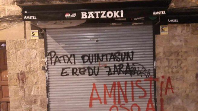 Pintada aparecida en el Batzoki del PNV en Durango en apoyo al preso de ETA Patxi Ruiz.