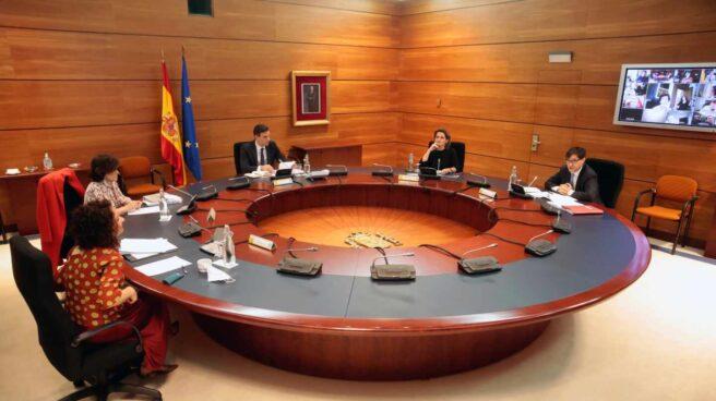 Pedro Sánchez en una reunión junto a sus ministros María Jesús Montero, Carmen Calvo, Teresa Ribera y Salvador Illa.