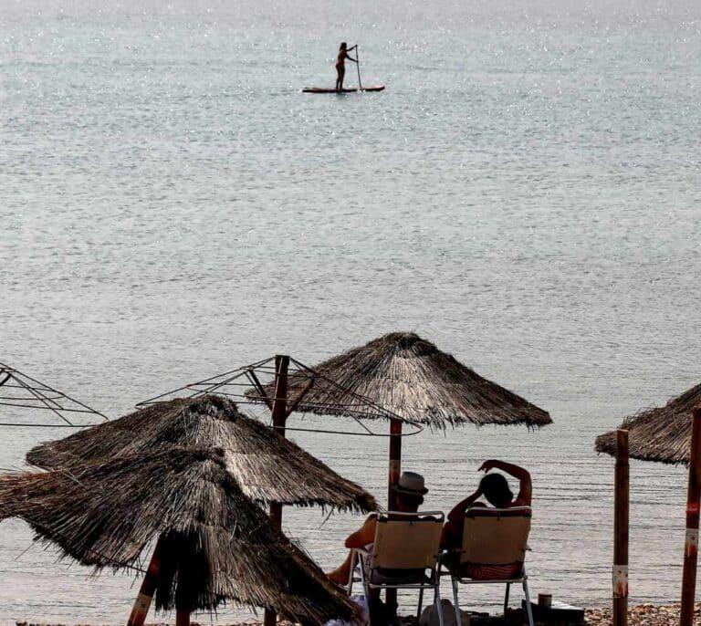Grecia levanta las restricciones de movilidad y se abre al turismo