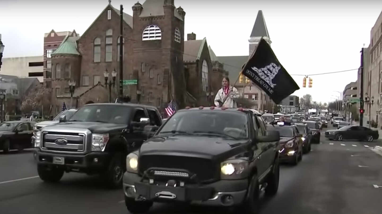Imagen de una manifestación en coche durante la pandemia en Michigan