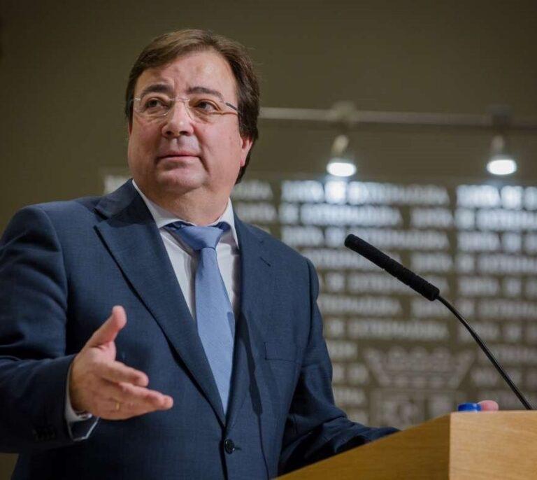 """Vara afirma que Extremadura vacunó con """"prudencia"""" para ver """"cómo reaccionaban los primeros"""""""