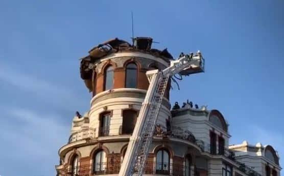 Se derrumba la cúpula de un edificio frente al Retiro en Madrid