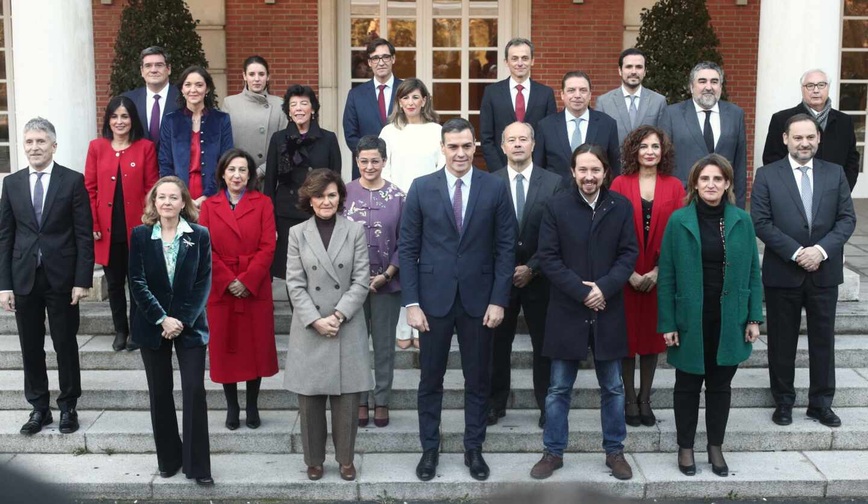 Pedro Sánchez y sus 22 ministros, el día que tuvo lugar la primera reunión del gabinete en esta legislatura.
