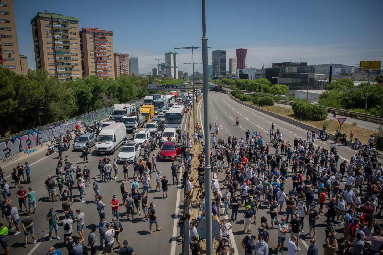Trabajadores de Nissan Barcelona protestan por el cierre de la planta.