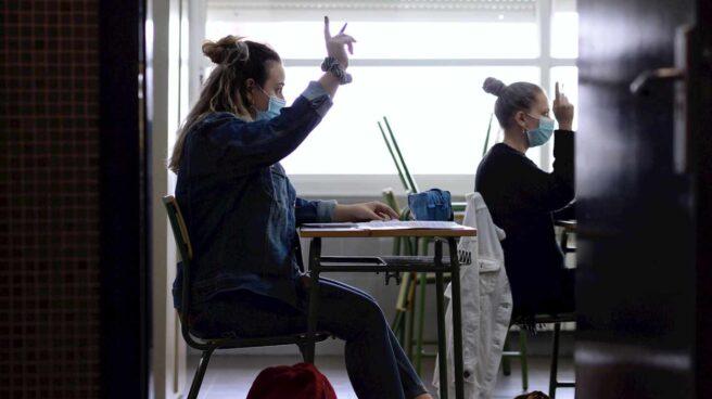 Alumna en clase con mascarilla durante la pandemia