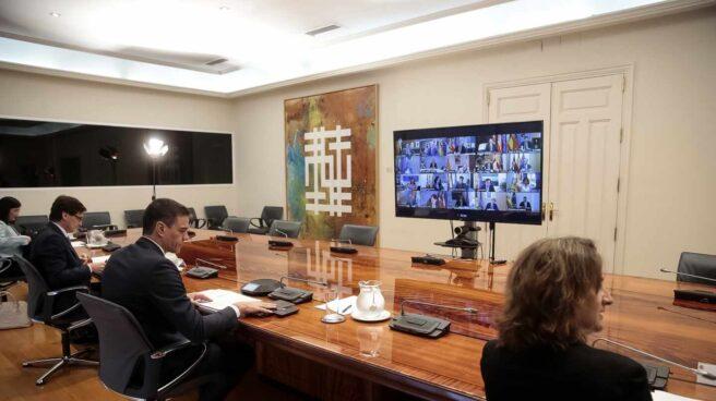 Videoconferencia entre miembros del Gobierno y los presidentes de las Comunidades Autónomas.