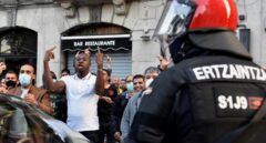 Piedras, botellas y huevos: así ha sido la batalla campal en Bilbao tras el mitin de Ortega Smith