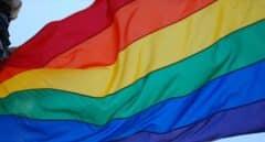 Una juez ordena retirar la bandera LGTBI de la fachada del Ayuntamiento de Cádiz
