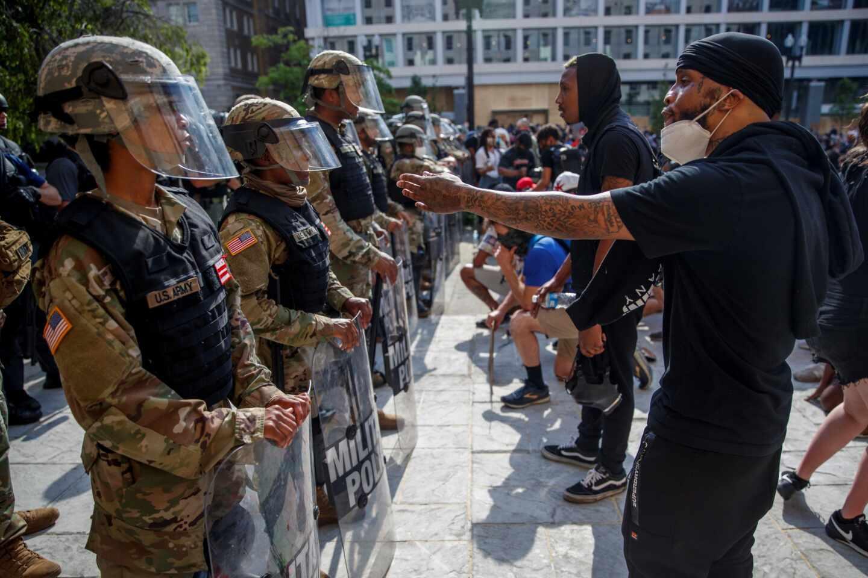 Washington-manifestantes y Guardia Nacional
