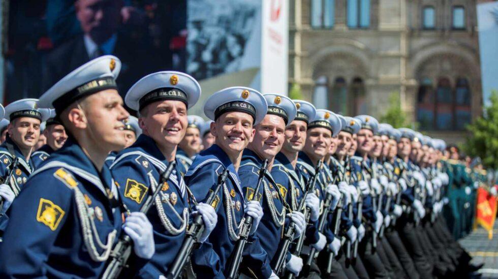 Soldados rusos desfilan durante el Día de la Victoria.