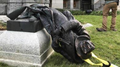 Manifestantes estadounidenses derriban estatuas de Cristóbal Colón en varias ciudades