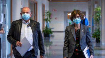 Dimiten los gerentes de dos hospitales vascos por vacunarse sin ser grupo prioritario