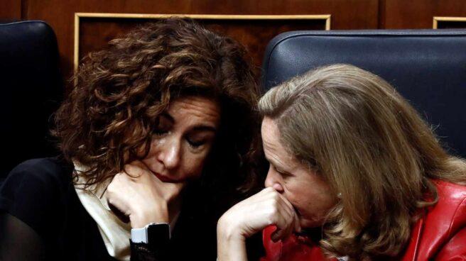 Nadia Calviño y María Jesús Montero en la investidura de Pedro Sánchez