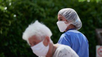 La vacuna de Pfizer reduce la mortalidad en un 98%, según un estudio pionero realizado en España
