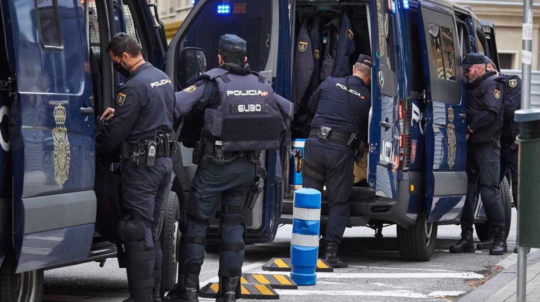 La Policía comprará otros 21.000 chalecos antibala, pero seguirá sin cubrir a toda la plantilla Antidis-1440x808