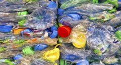Guerra al plástico: pajitas y bastoncillos estarán prohibidos en un año y habrá un nuevo impuesto a los envases
