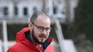 """La Fiscalía pide la absolución de Hásel por desear que """"se estrellara"""" el avión del Betis"""