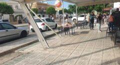 Detienen a un conductor ebrio por atropellar a varias personas en un bar de Guillena (Sevilla) tras una discusión