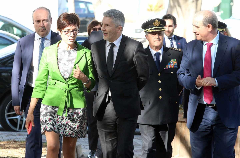 La directora general de la Guardia Civil, María Gámez, y el ministro del Interior, Fernando Grande-Marlaska, en Málaga.