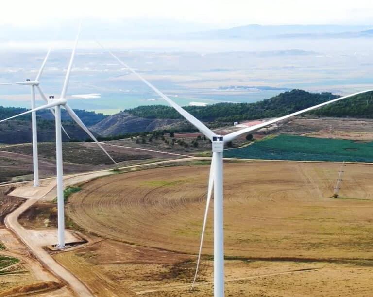 Iberdrola desafía la crisis y enchufa su mayor complejo eólico en España en una década