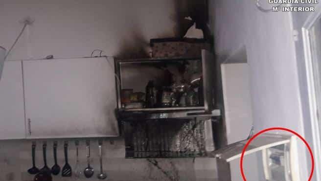 Extinguen un incendio en la cocina de un chalet de Els Poblets iniciado por una sartén olvidada en el fuego