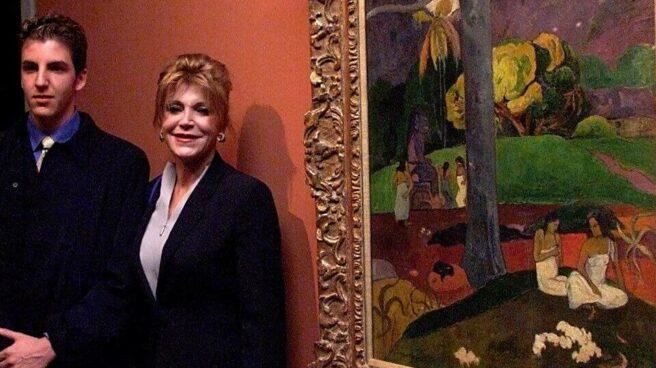 La baronesa Thyssen junto al lienzo 'Mata Mua'.