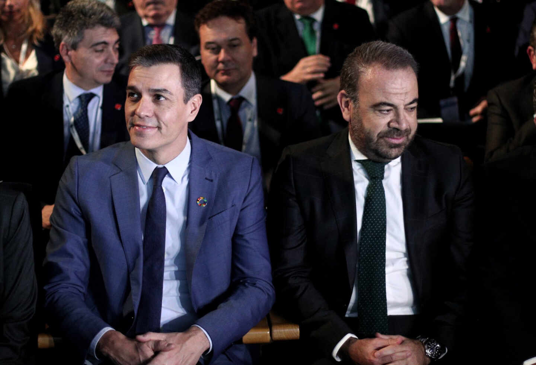 El presidente del Gobierno, Pedro Sánchez, y el presidente de Exceltur y CEO de Meliá, Gabriel Escarrer.