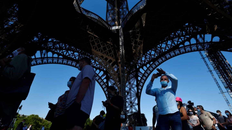 Reapertura al público de la torre Eiffel, este jueves en París.