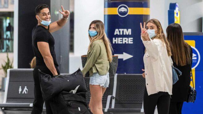 Turistas en el aeropuerto de Palma de Mallorca.