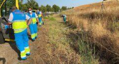 Los efectivos del SUMMA 112 en la localidad de El Álamo donde se localizaron los cadáveres de una pareja joven.
