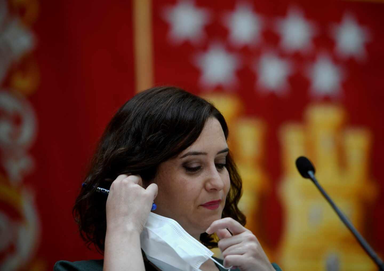 """Un experto en Enfermedades Infecciosas avisa de los """"riesgos"""" de la cartilla de Ayuso"""