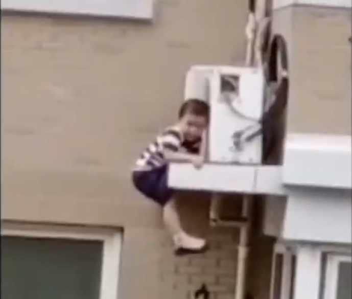 El niño rescatado en China.
