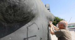 Antonio López repara su obra 'La Mujer de Coslada' tras ser vandalizada con espray