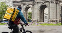 ¿Quiénes son los 'riders'? Más de 10.000 repartidores pendientes de la ley que prepara Trabajo